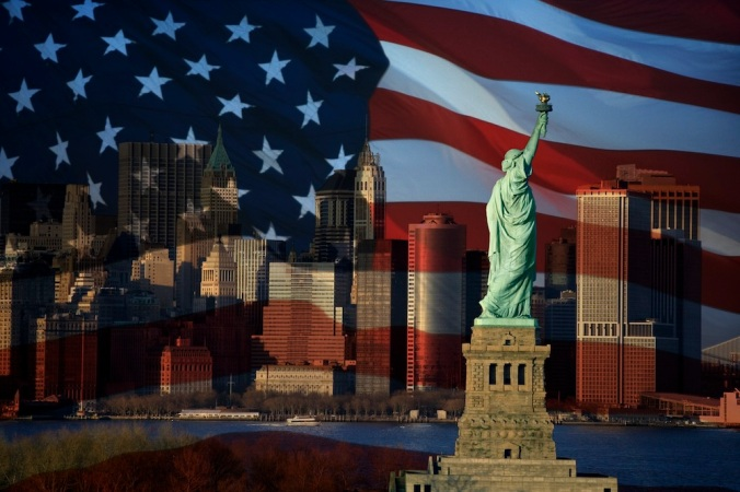 American-Flag-Statue-Liberty-NYC-1000